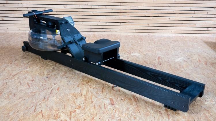 WaterRower negra con monitor - Exhibición